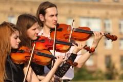 depositphotos_7428278-stock-photo-trio-of-violinists-plays-outdoor